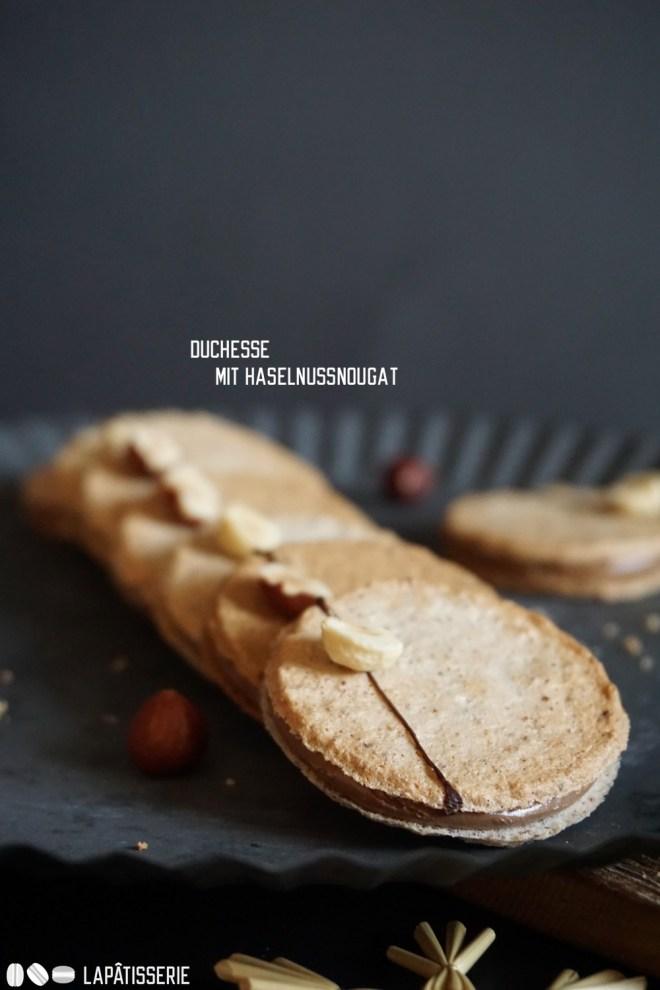 Wir starten in die Weihnachtsbäckerei mit feinen Mandelduchesse gefüllt mit cremigem Nougat.
