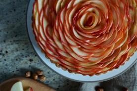 Apfel und Haselnuss passen schon immer zusammen. Kombiniert zu einer französischen Tarte aux pommes.