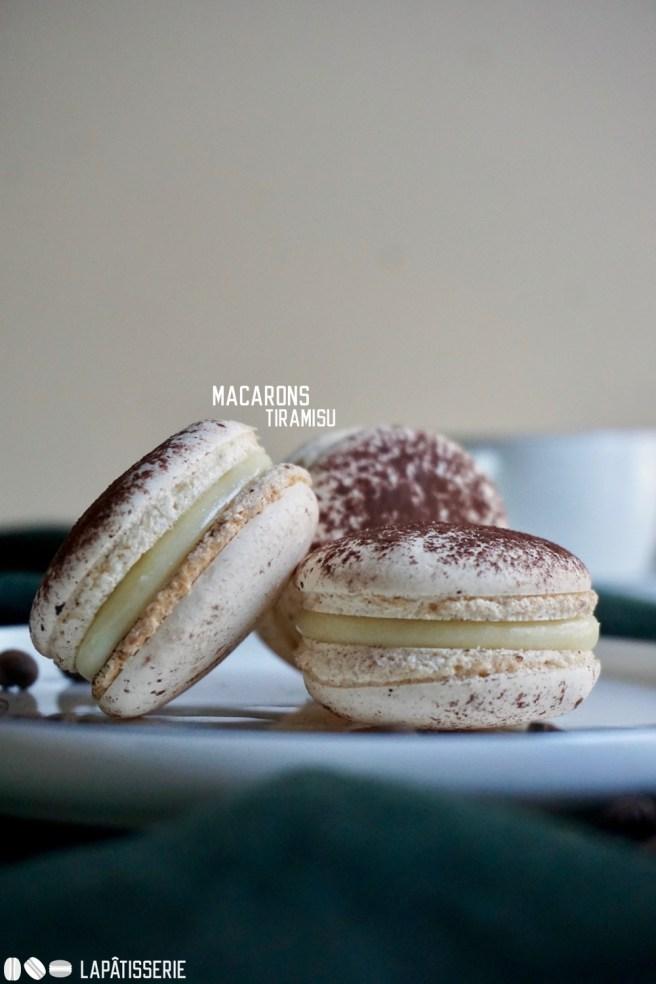 Italienisches Dessert als Macaron interpretiert mit Amarettoganache und Kaffeegel.
