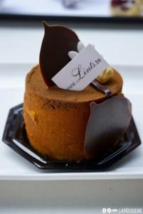 Kleines Schokoladentörtchen mit Haselnuss bei Lints.
