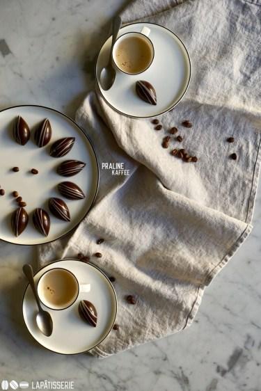 So müssen moderne Kaffeepralinen aussehen. Im Inneren wartet Kaffeegel und Amarettoganache.