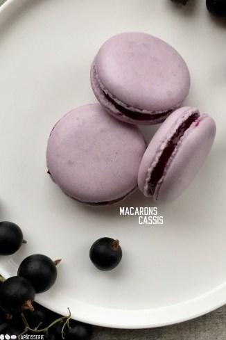 Cassis Macarons