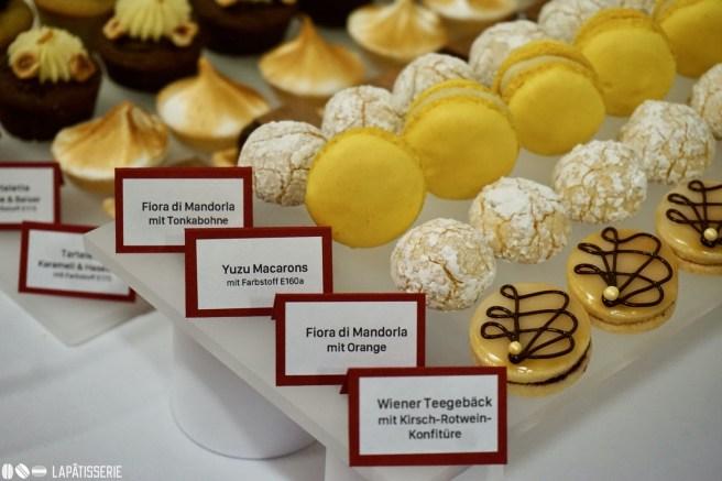 von links nach rechts: Fiora di Mandorla mit Tonkabohne, Yuzu Macarons, Fiora di Mandorla mit Orange, Wiener Teegebäck