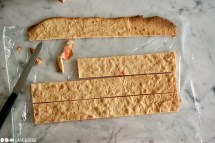 Schritt 5: Biskuit zuschneiden