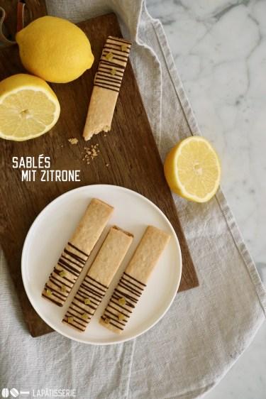 Feine mürbe Kekse gefüllt mit einer Ganache aus Zitrone und weißer Schokolade