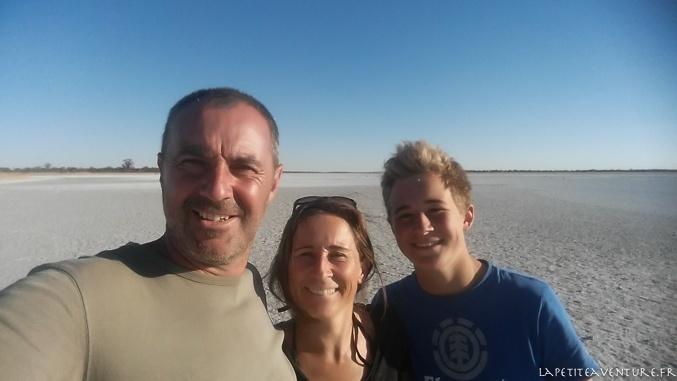 en famille sur le pan au botswana