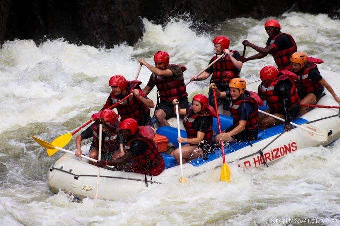 raft sur le zambèze au zimbabwe
