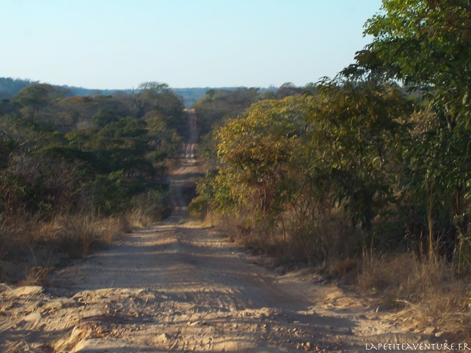 4X4 sur une piste en Zambie