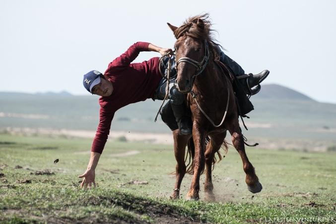 cavalier en compétition en Mongolie