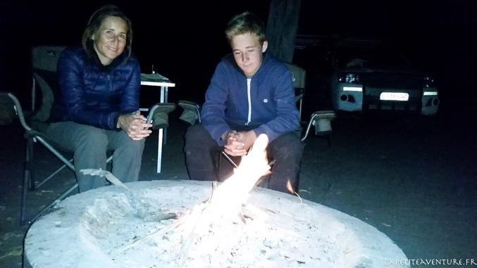 feu du soir au Botswana