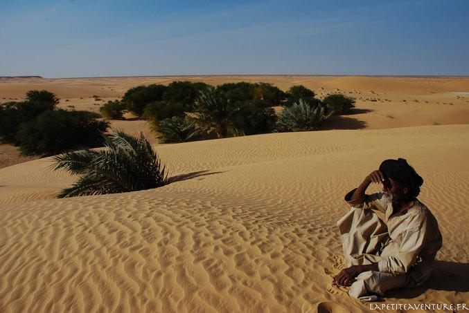 Nomade dans les dunes en Mauritanie