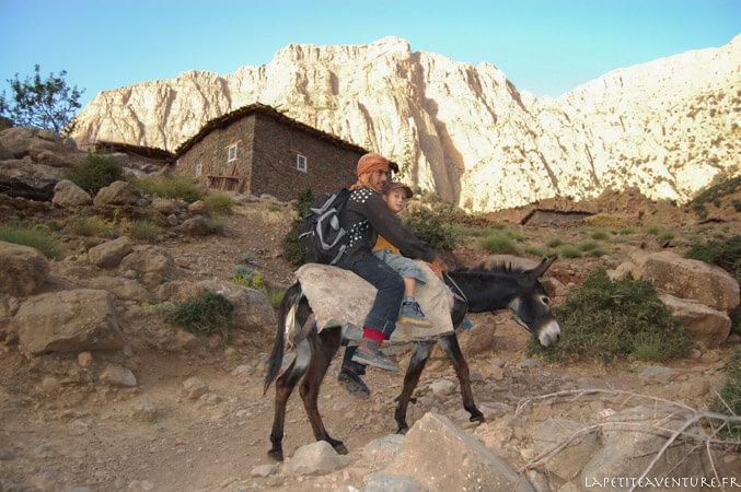 Rando avec un âne au Maroc