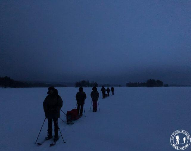 Ski altai sur un lac gelé
