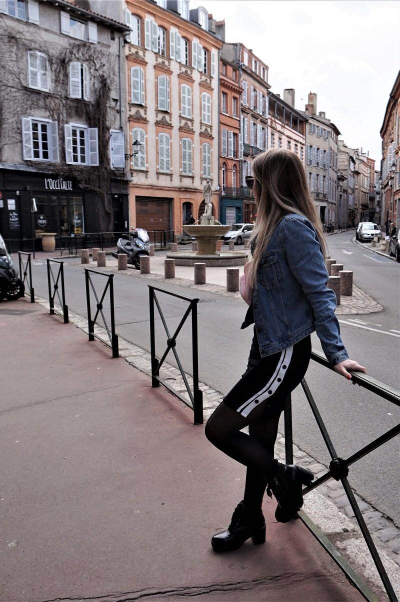 Look sac banane et robe sportswear - La Petite Frenchie