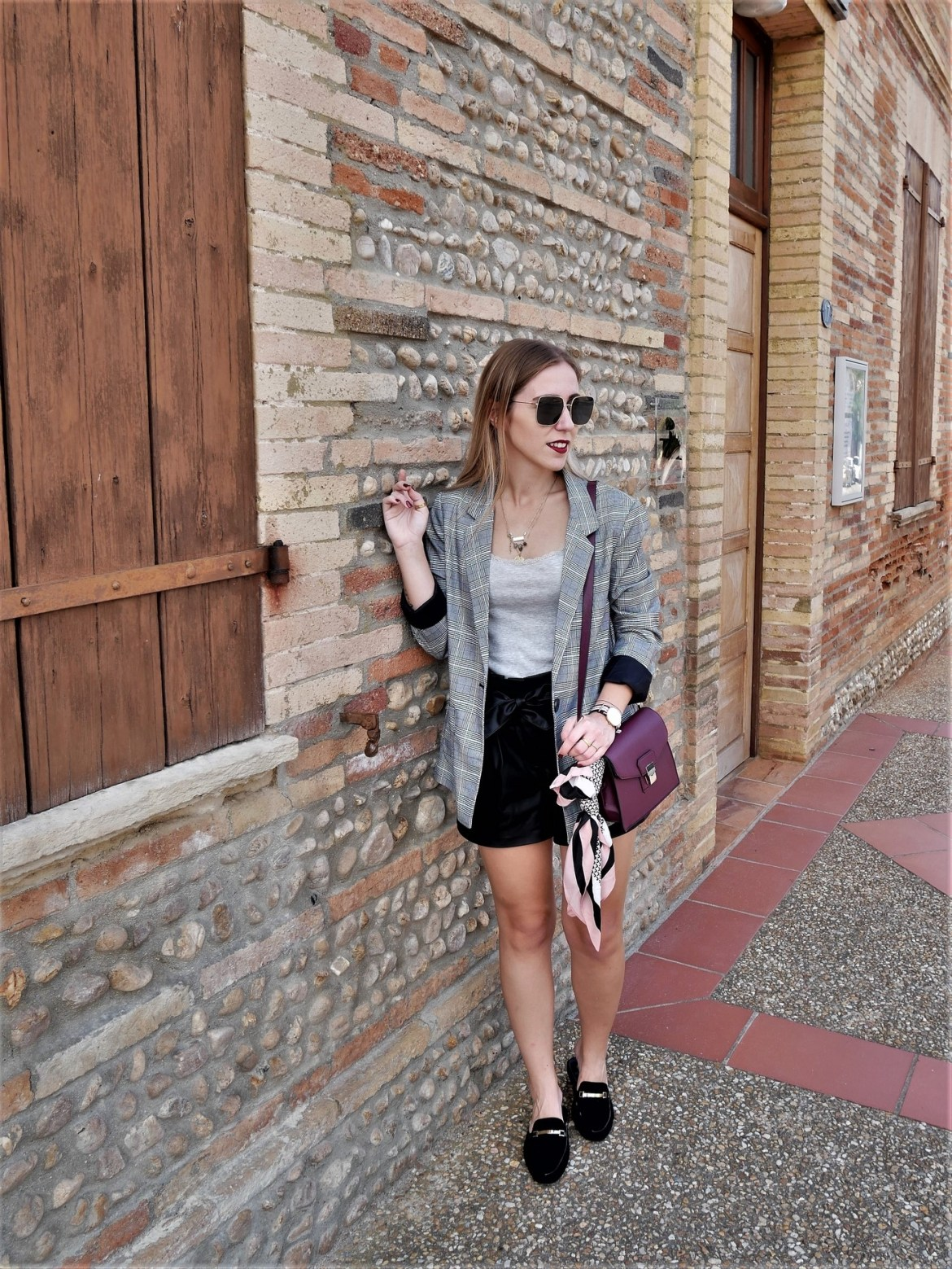 Look mocassins & blazer à carreaux - La Petite Frenchie