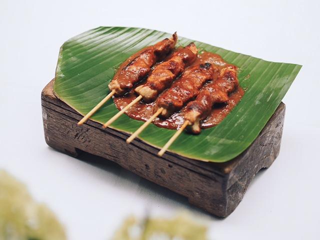 Djakarta-Bali-Plats-Sate-Ayam-01.jpg