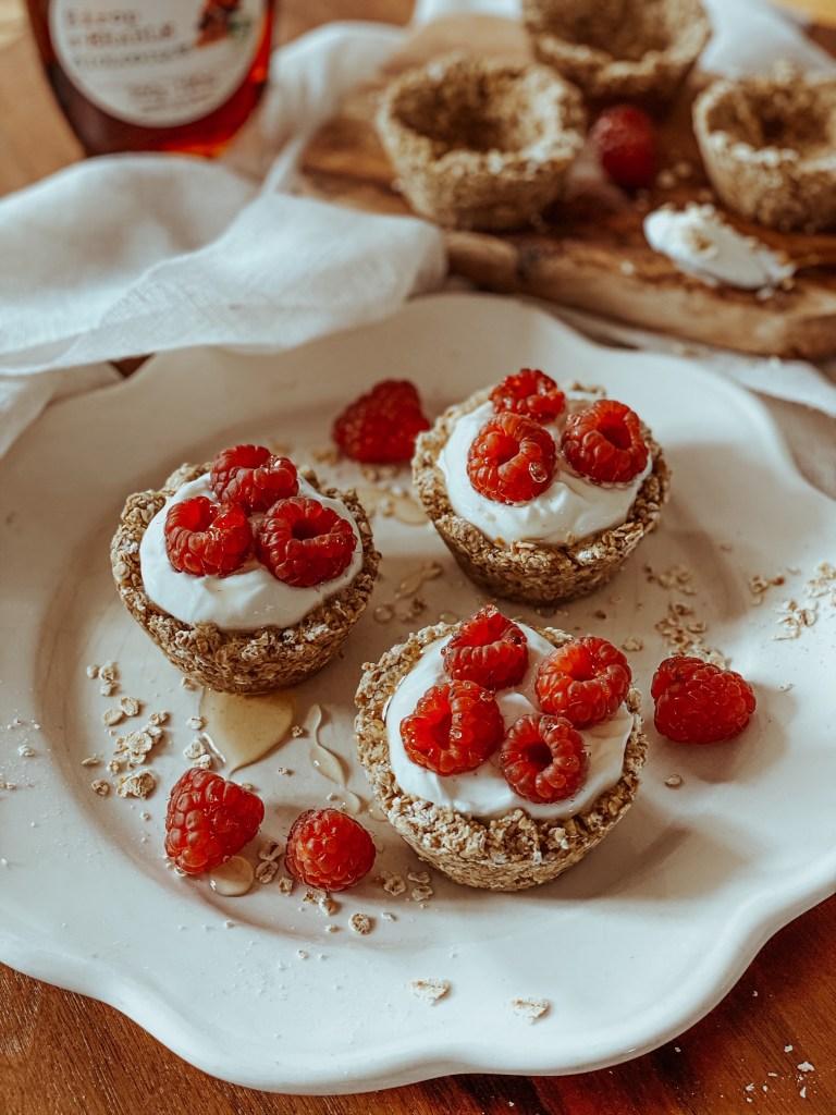 Recette de tartelette aux framboises healthy (oatmeal cup) à base de flocons d'avoine.