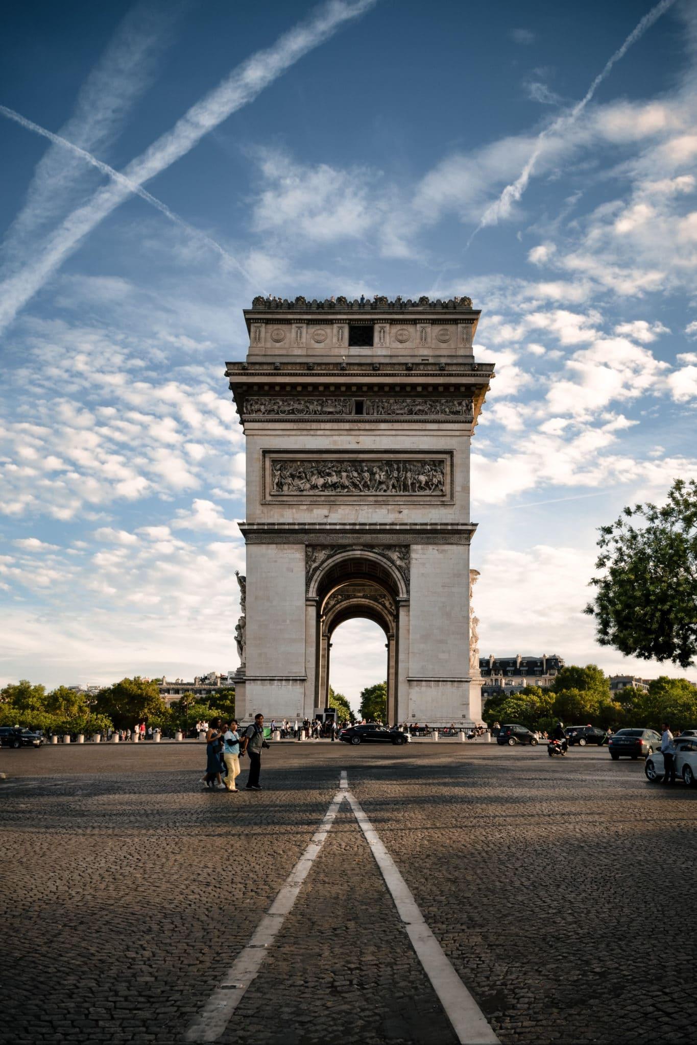 Arc de Triomphe de jour illustrant la sensibilité ISO