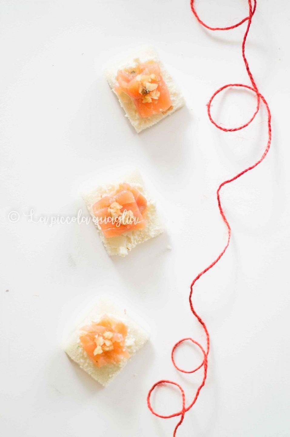 tartine con salmone affumicato