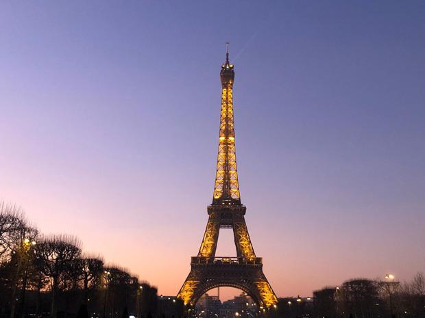 Torre Effiel iluminada, Paris