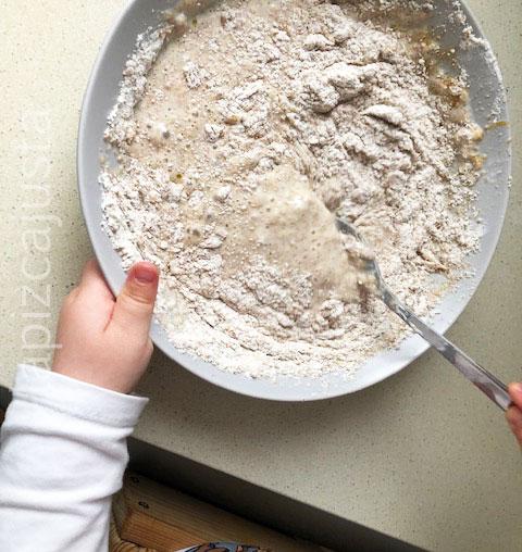mezclar bien los ingredientes de las tortitas