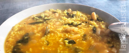 plato de arroz caldoso con acelgas