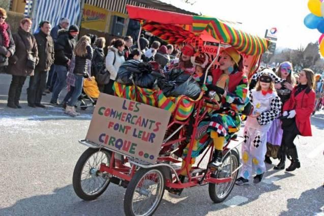 Les commerçants font leur cirque