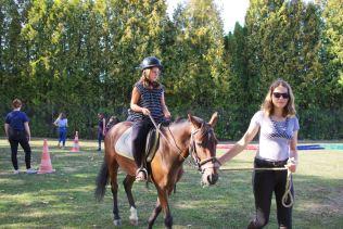 Initiation à l'équitation avec des baptêmes en poney.