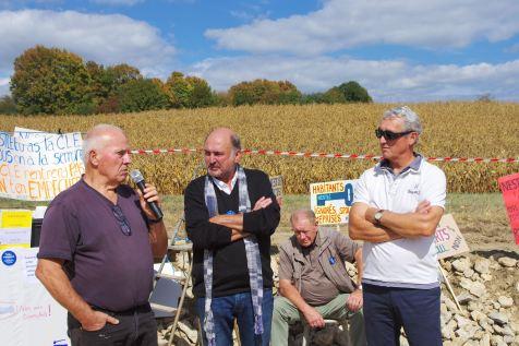 Marcel Loegel (à gauche) maire de Valfroicourt.