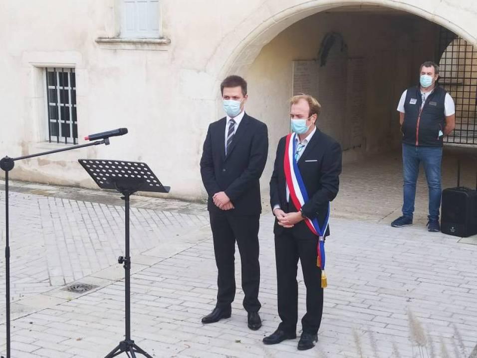 Le nouveau sous-préfet, Gaël Rousseau (à gauche).