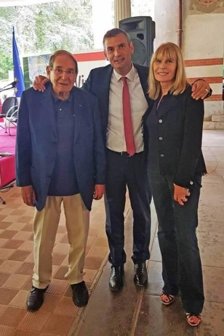 Robert Hossein et Candice Patou au coté du maire Franck Perry lors de l'inauguration de la galerie thermale.