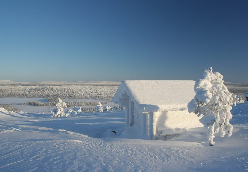 Snow-covered-log-cabin-Lapland