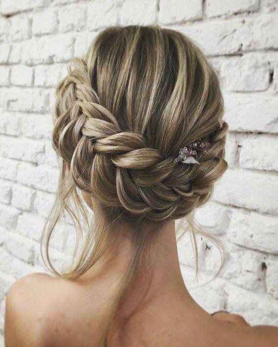 Peinados de novia 2018 | Los estilos en tendencia para primavera verano