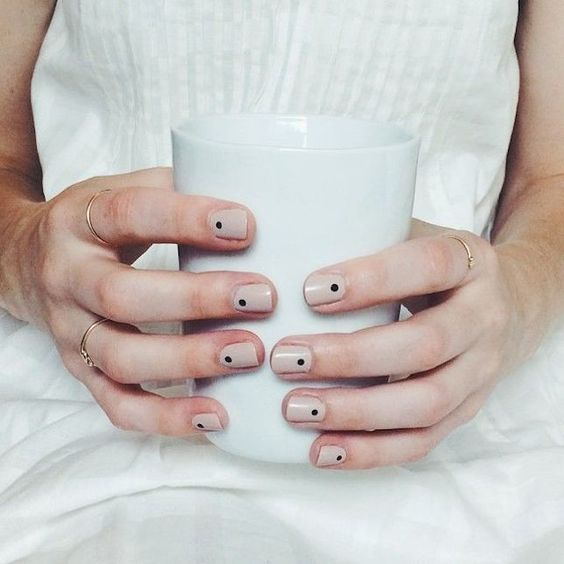 En tendencia: Diseños de uñas minimalistas para tu boda