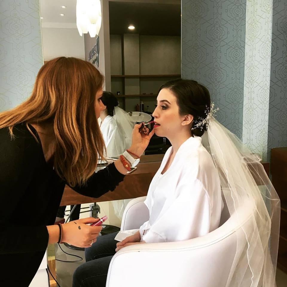 ¿Cómo peinarte en tu boda si tienes el pelo chino? Te damos 5 opciones