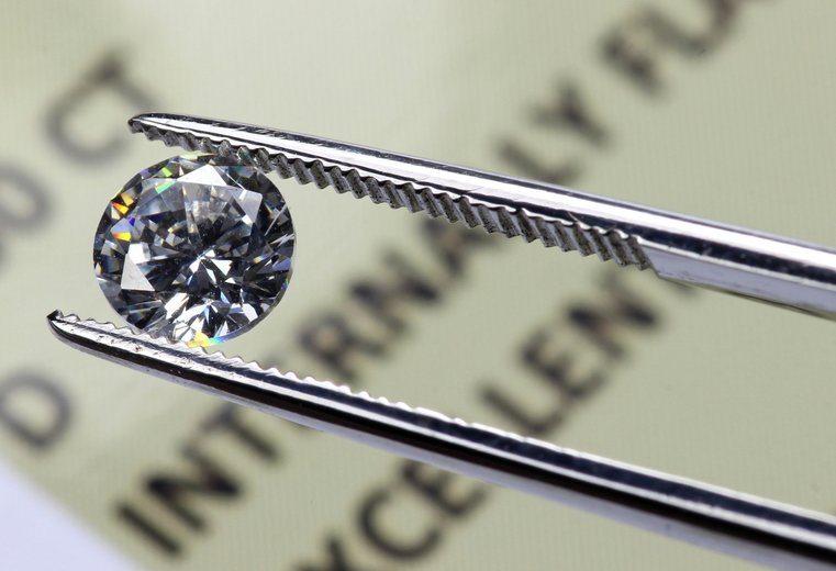 ¿Cuánto debes de gastar en un anillo de compromiso?