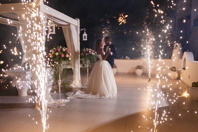 Fuegos artificiales para entrada de bodas
