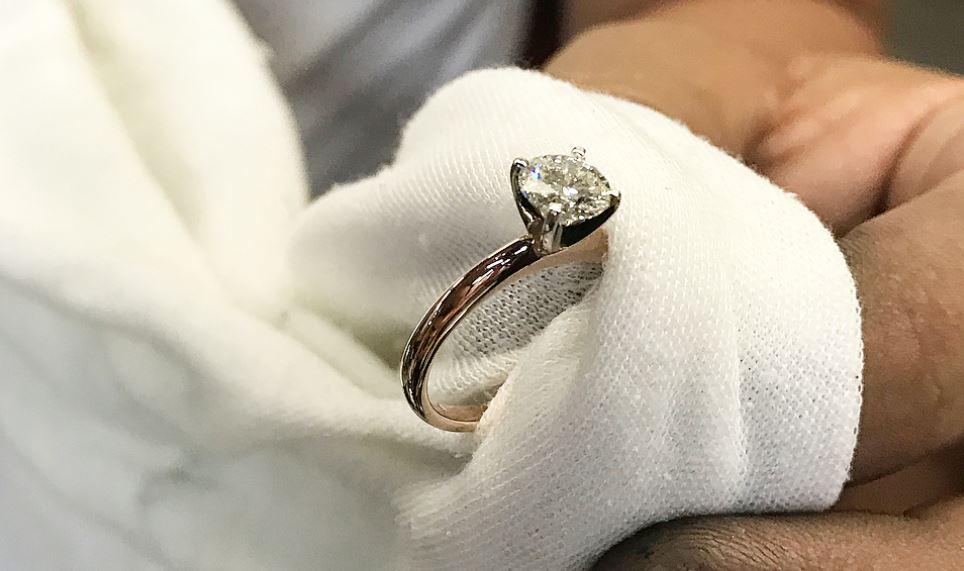 no usar el anillo de compromiso 2