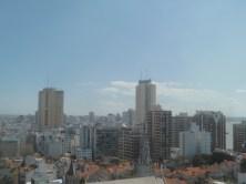 Se ven la iglesia de Stella Maris y el edificio Havanna, uno de los más altos de la ciudad