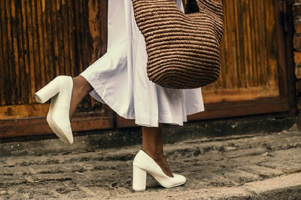 Chaussures blanches: signification, mode et entretien