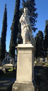 Sculpture de la Mort et sa faux sur une tombe du Cimetière des Anglais de Florence