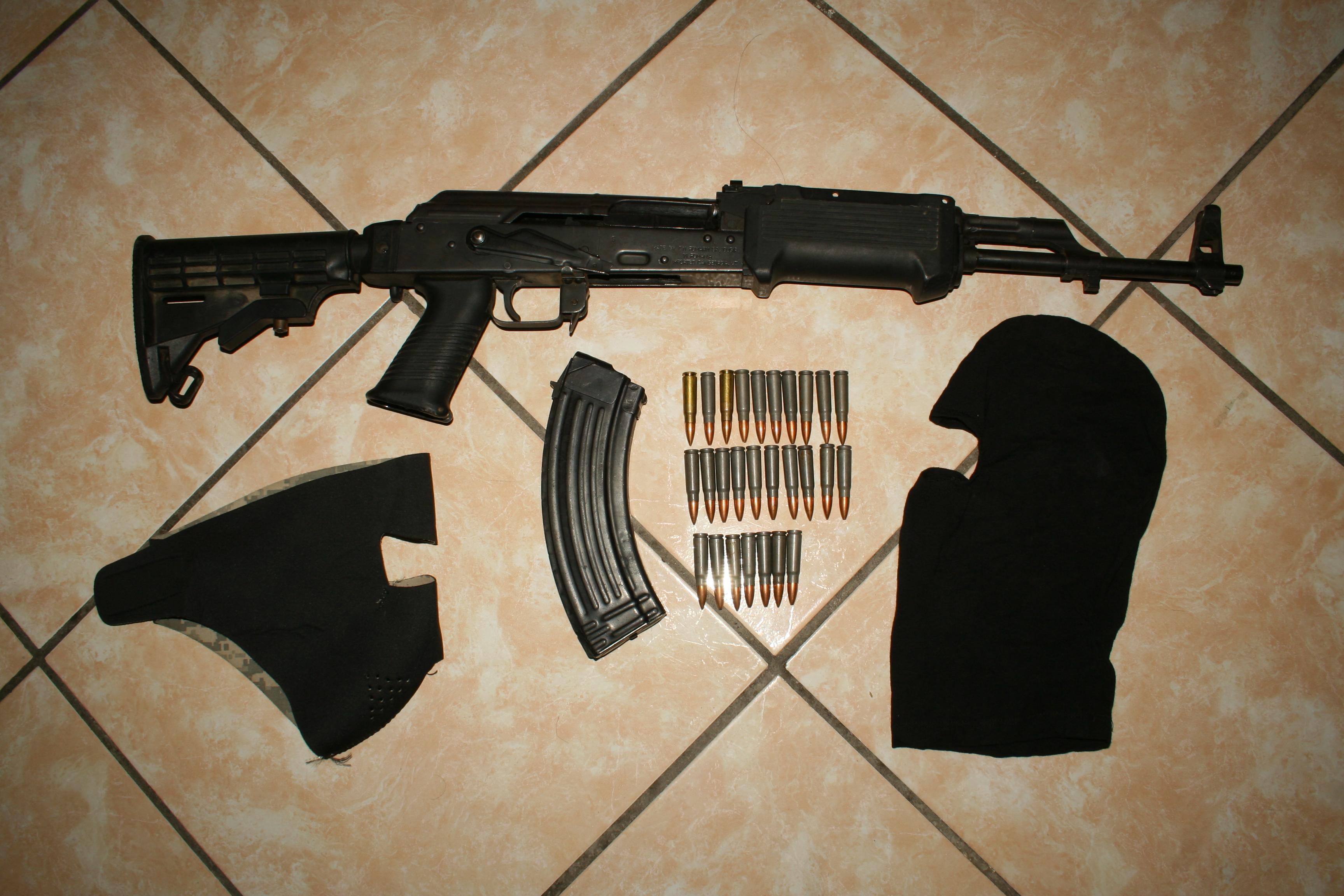 de fuego de alto poder ak 47 mejor conocido como cuerno de chivo