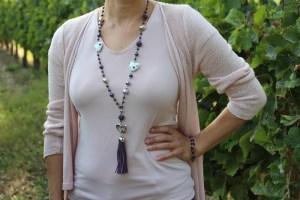 collier sautoir pompon violet coeur céramique blanc