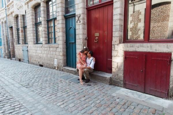 Seance-engagement-dans-le-vieux-Lille-Marine-Szczepaniak-Photographe-mariage-Nord-Pas-de-Calais-56(pp_w734_h489)