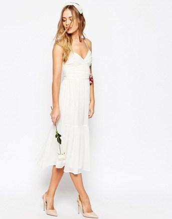asos-wedding-robe-mi-longue-style-caraco-a-volants-avec-fleur-en-tissu