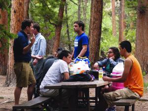 Involucrar a los jóvenes en la protección de los parques nacionales y tener sus propias experiencias al convivir con la misma naturaleza, es parte de la misión de la fundación. (Fotos de Germán González)