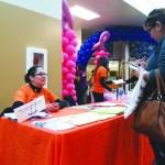 CREA Results estuvo presente en la Feria de Salud, brindando información sobre los diferentes talleres educativos que tienen. (Fotos de Germán González)