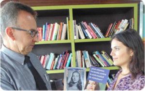 Edgar Carreño compartiendo su historia con La Prensa de Colorado, gracias al apoyo de Marissa Volpe de la Asociación de Alzheimer. (Foto:LPDC/Germán González)