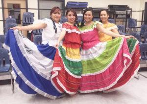 Fomentan su cultura y folclor.