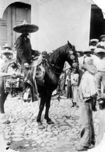 El Caudillo del Sur, aficionado a los caballos y un buen montador… (Foto cortesía Edgar R. Zapata).